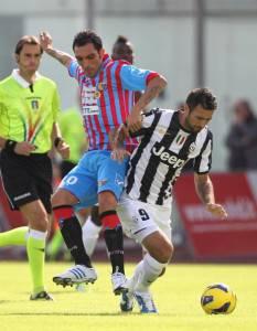 154865084 233x300 Catania Juventus/ La Juve va in vantaggio con gol in fuorigioco