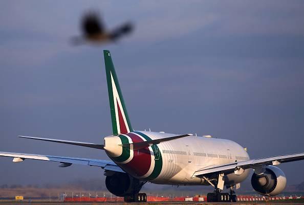 Alitalia, Calenda: 'Soluzione rinviata dopo il voto. Acquirenti aspettano risultato elettorale'