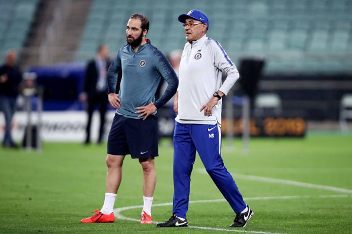 Gonzalo Higuain insieme a Maurizio Sarri (Getty Images)