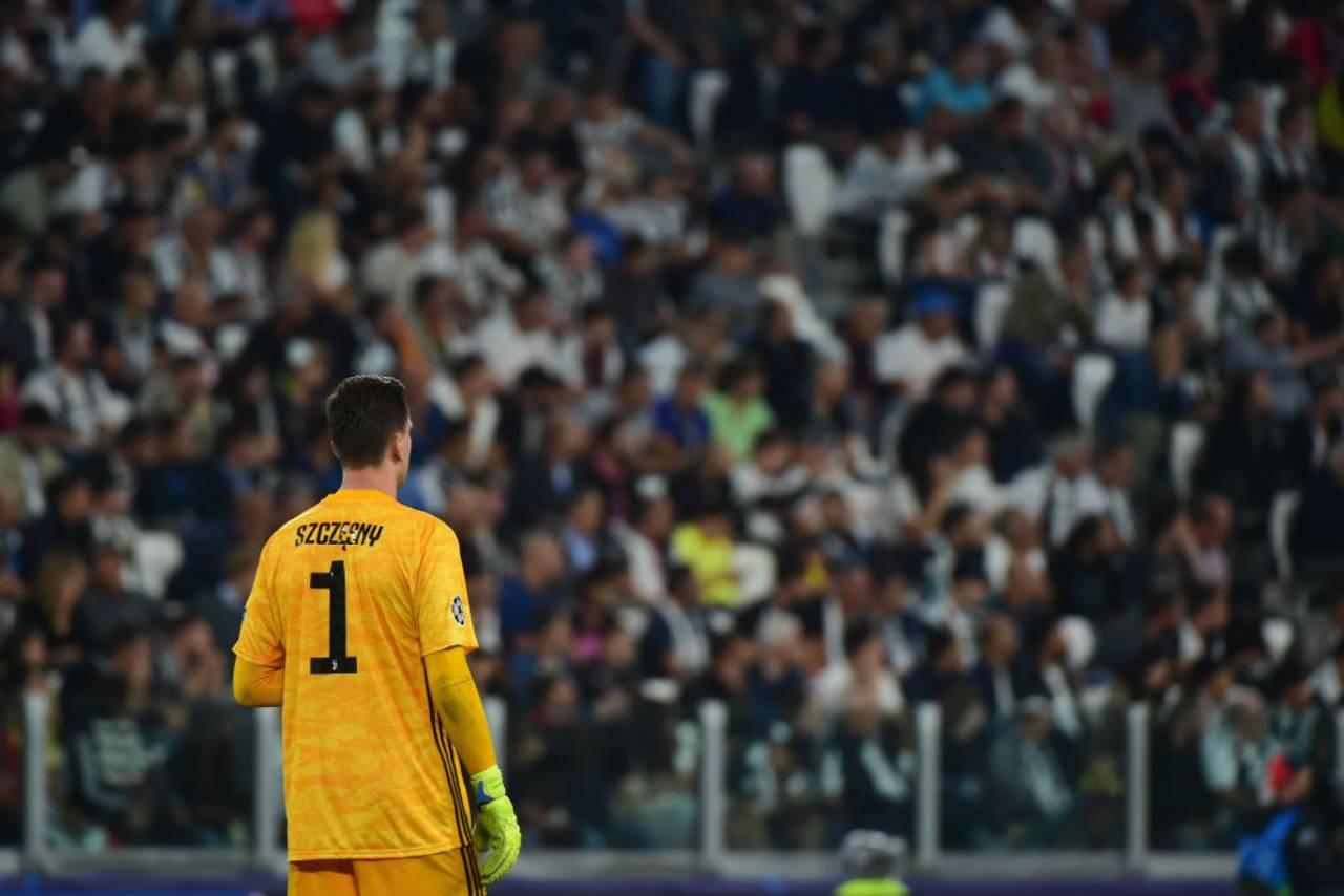 Calciomercato Juventus, assalto a Szczesny | Sarri vuole lo scambio