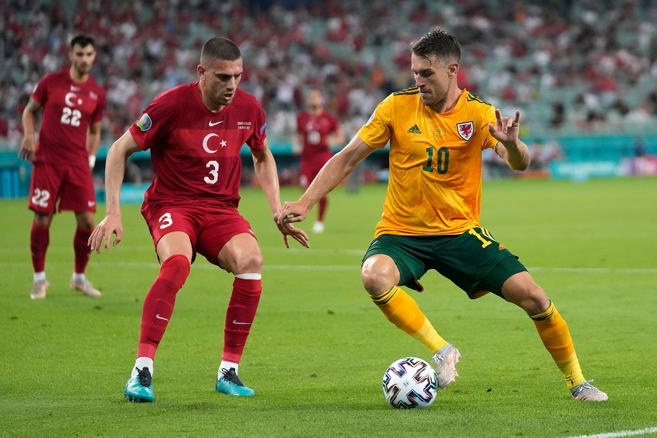 Calciomercato Juventus, Ramsey torna in Premier | Scambio con Paratici